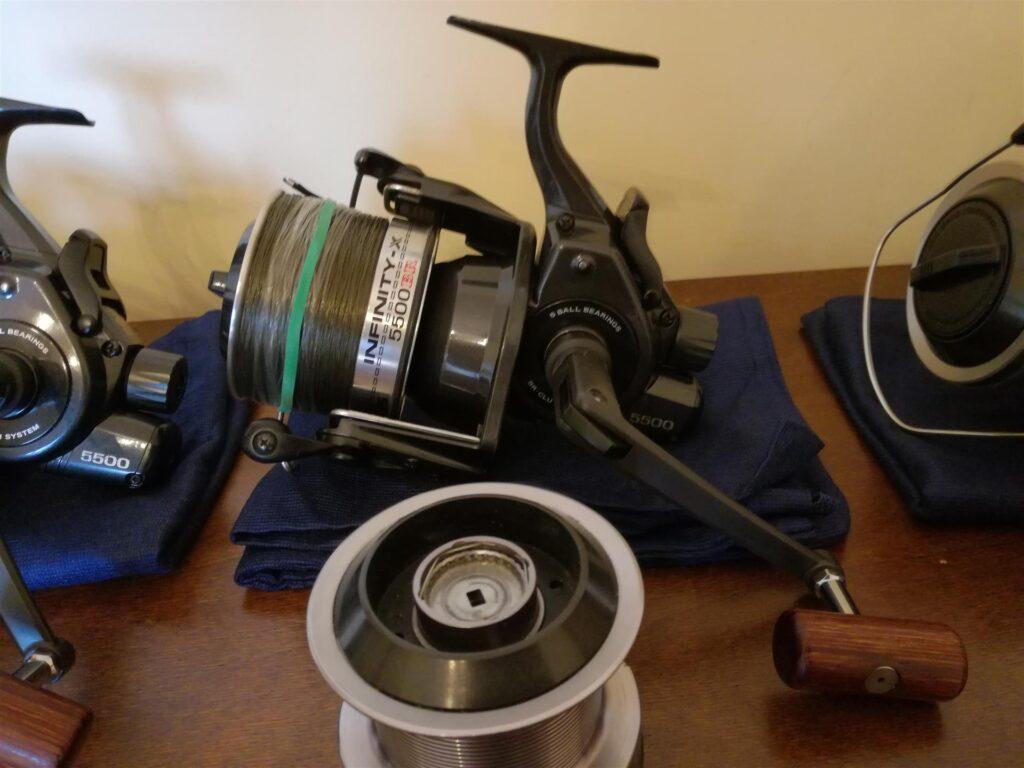 Катушка для фидера с байтранером: защита снастей и комфортная ловля